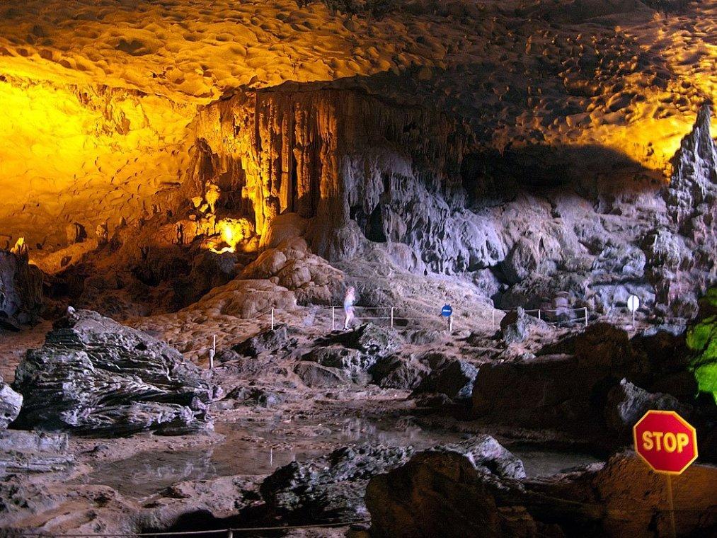 Grotte Hang Sung Sot - Halong, Vietnam