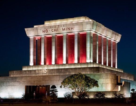 Mausolée d'Ho Chi Minh - Hanoï par jules:g
