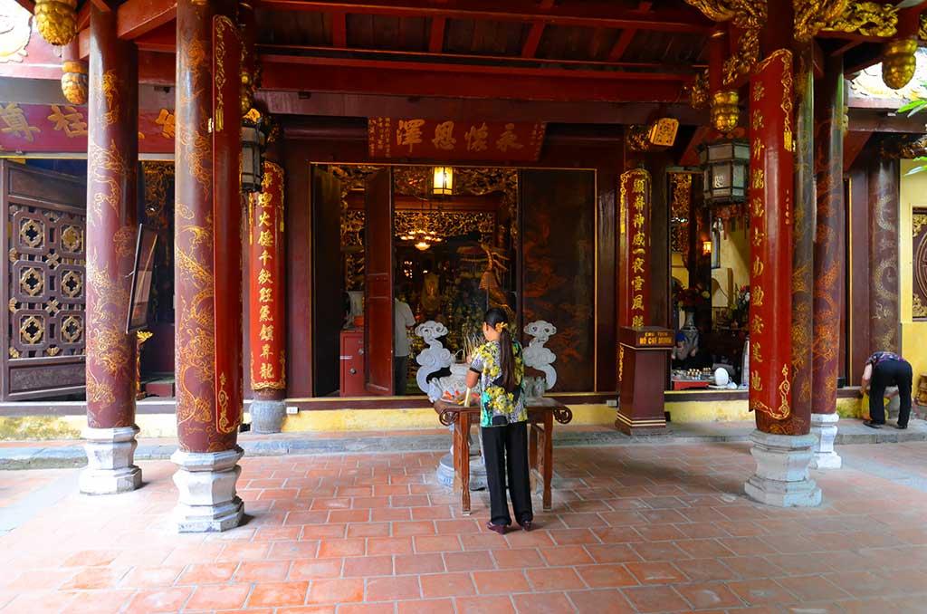 Temple Bach Ma - Hanoi, Vietnam