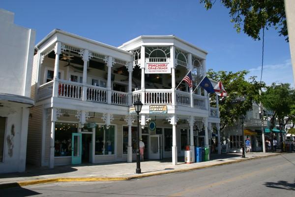 Duval Street Key West : la rue principale où se pressent les touristes, les restaurants et les boutiques de restaurant, incontournable !