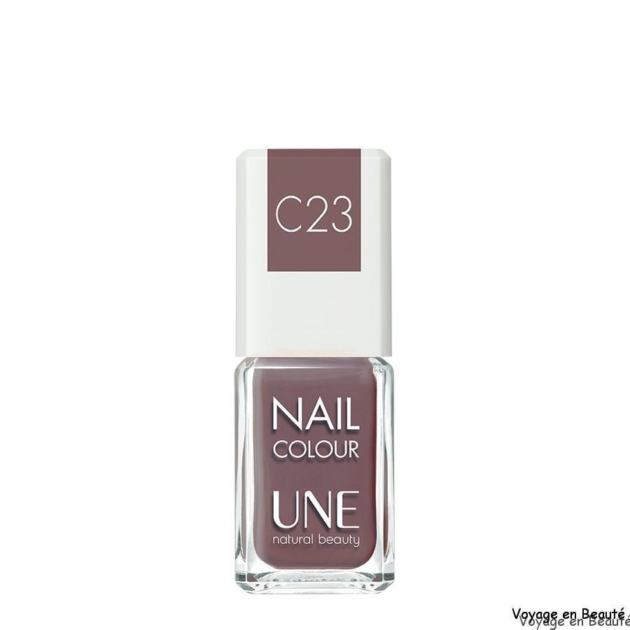 Manucure vernis naturel UNE C23 par voyage en beauté