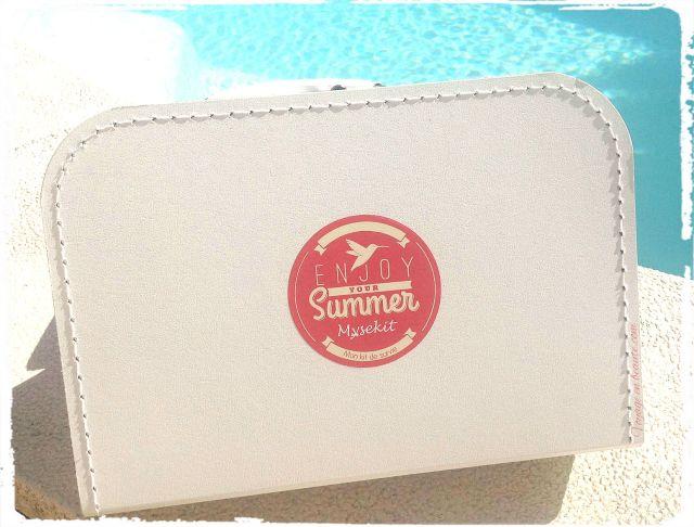 enjoy-your-summer-kit-de-survie-ete-juillet-box-mysekit