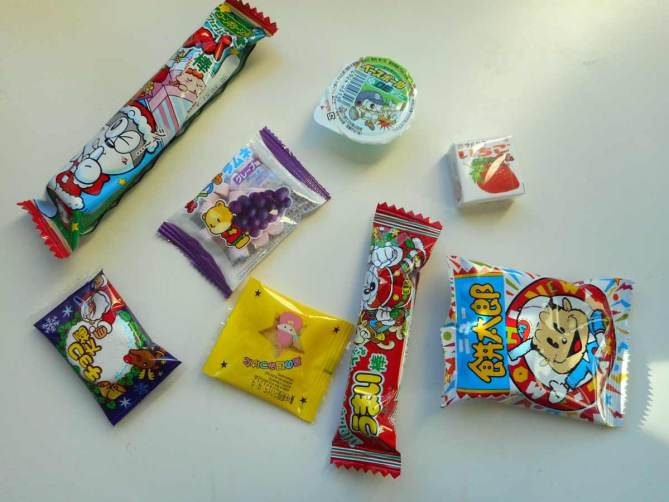 okashi-connection-box-candy-treats-snacks-confiseries-japonaise