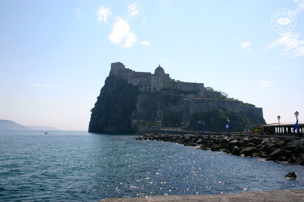 castello-aragonese-ischia-ponte-chateau-aragonais-voyage-en-beaute