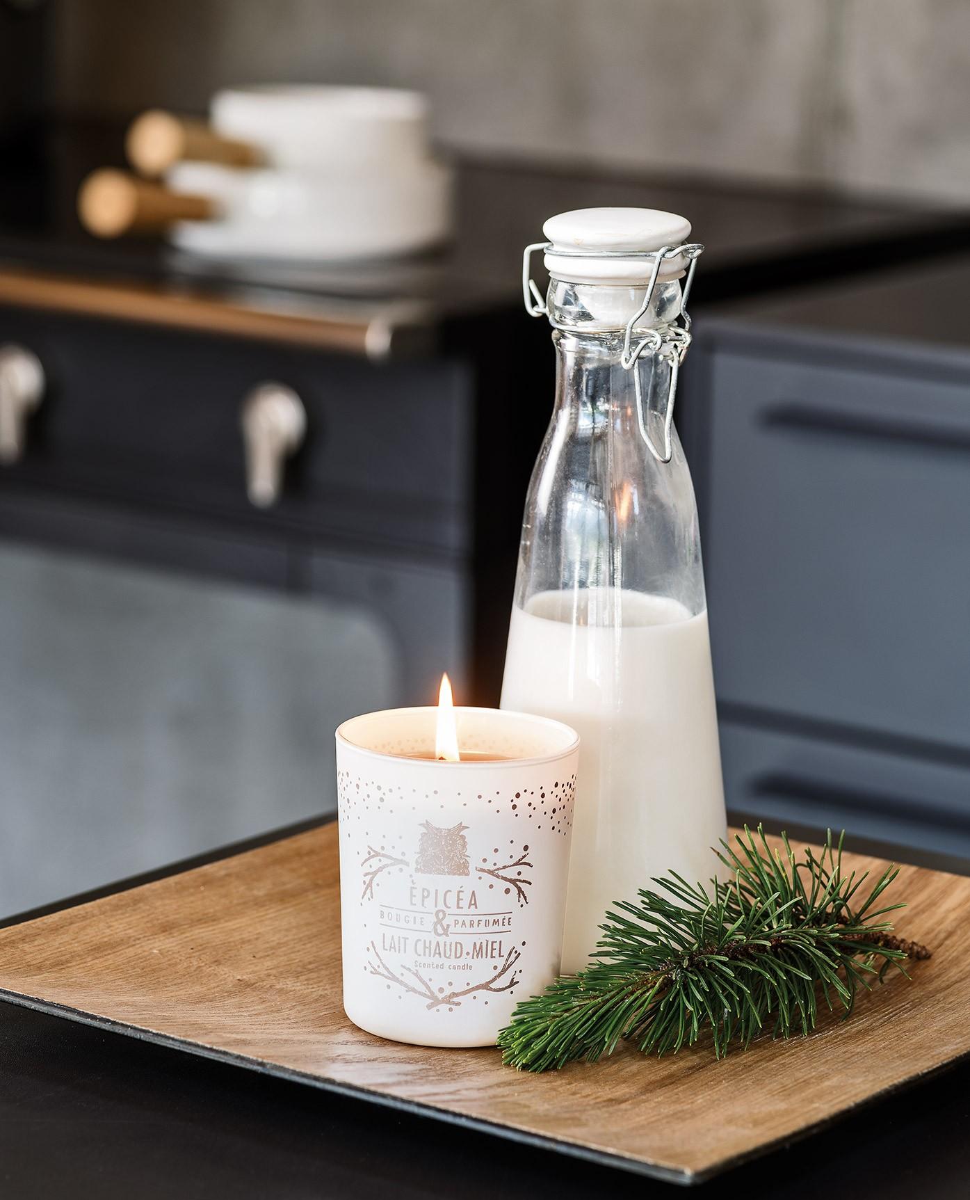 bougie-la-francaise-parfumee-epicea-et-lait-chaud-au-miel