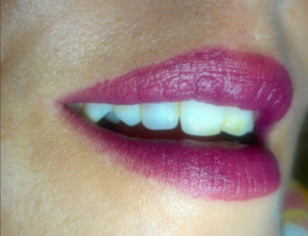 avis-test-swatch-joli-rouge-velvet-mat-plum-clarins