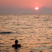 Coucher de soleil derrière le mont atos