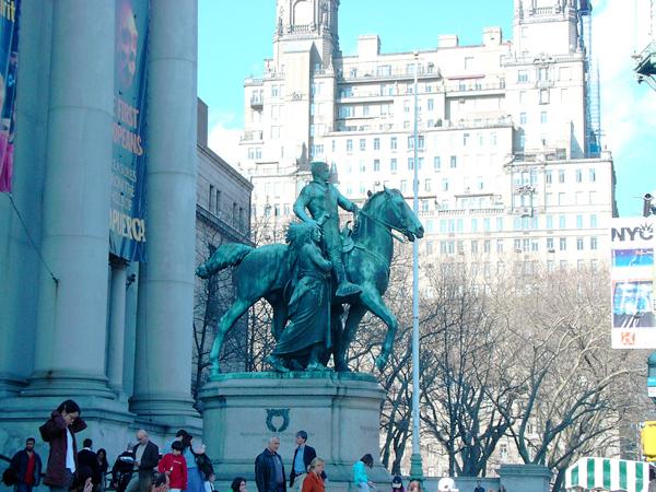Musee-histoire-naturelle-facade-new-york-2