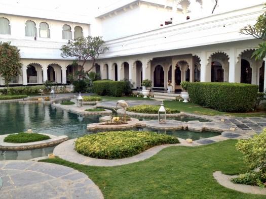 lake-palace-udaipur-lotuspond
