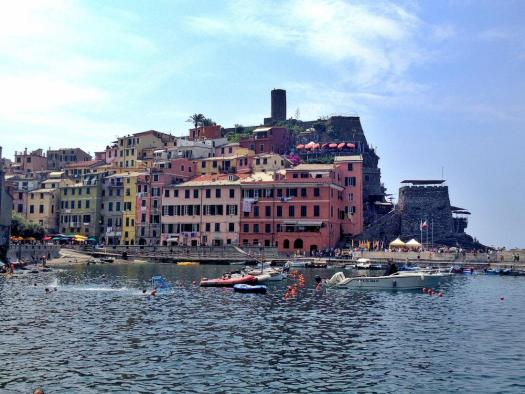 cinque-terre-vernazza-on-the-harbour