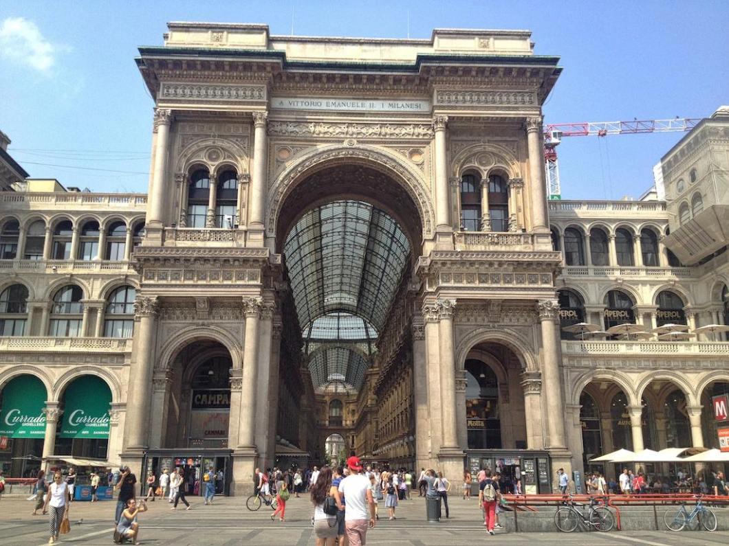 milan-galleria-vittorio-emanuele-II-entrance