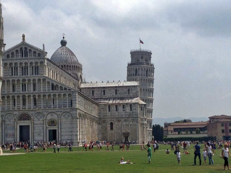 pisa-tower-grounds