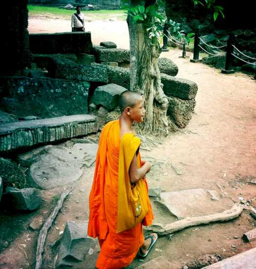 ta-prohm-buddhist-monk