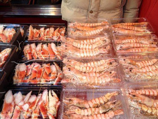 tsukiji-market-prawns-crabs