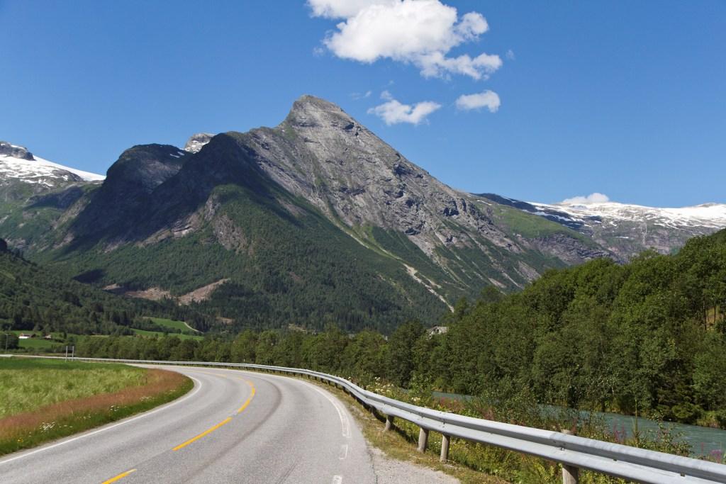 route-glacier-Briksdalsbreen