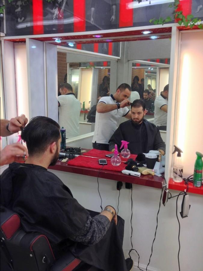 Séb se fait coiffer chez Roger's - Londres, Angleterre