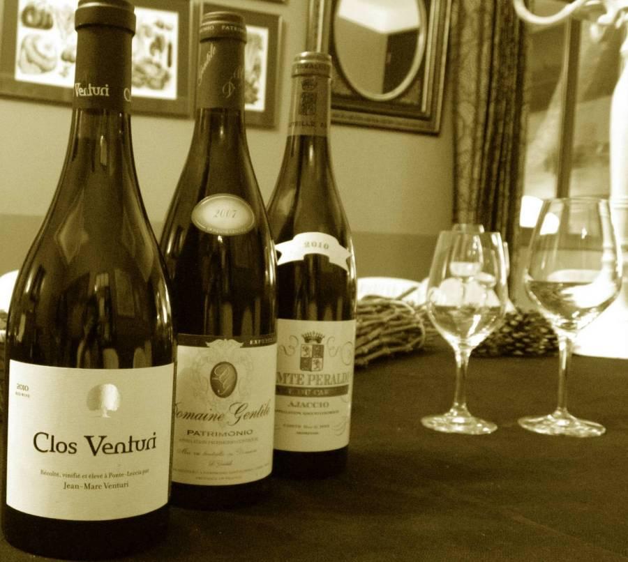 Bouteilles de vin au Chemin des Vignobles - Ajaccio, Corse