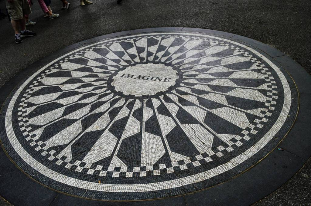 Fresque Imagine en hommage à John Lennon à Strawberry fields dans Central Park - New York, Etats-Unis