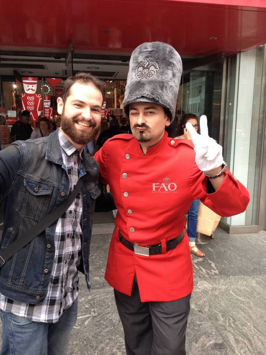 Séb with a FAO Schwarz toy soldier - New York City, United States
