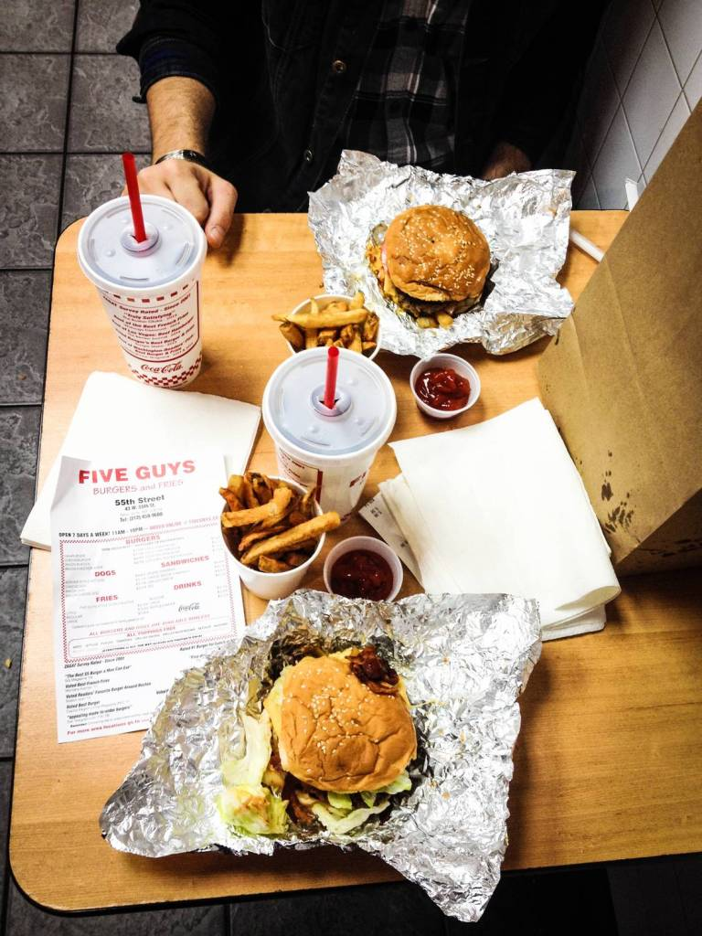 Nos burgers chez Five Guys - New York, Etats-Unis