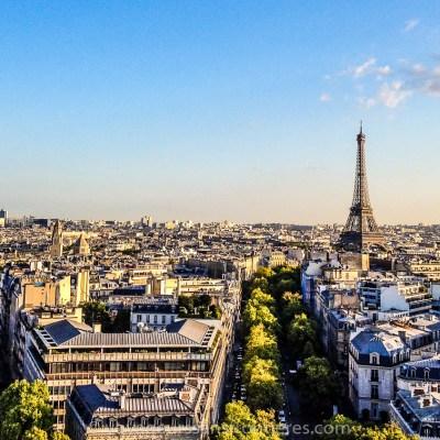 Vue sur la Tour Eiffel depuis l'Arc de Triomphe - Paris, France