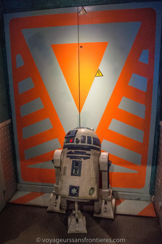 R2-D2 at the Dernier bar avant la fin du Monde - Paris, France