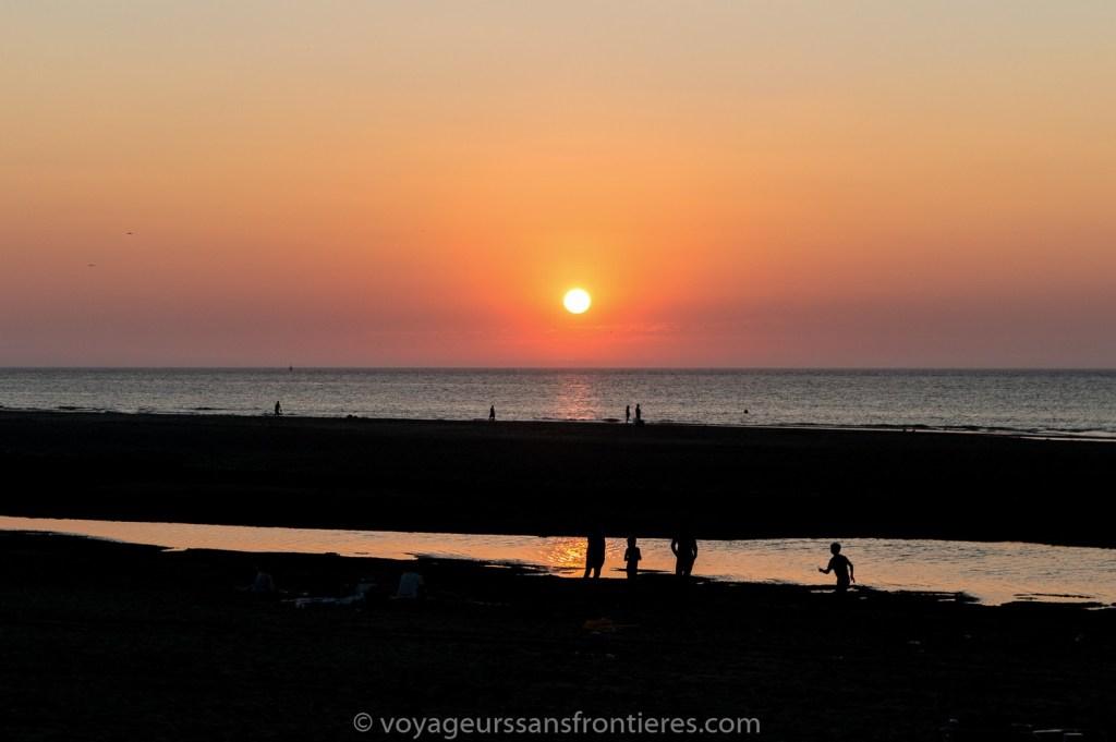 Coucher de soleil sur la plage de Kijkduin - La Haye, Pays-Bas