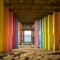 Piliers colorés sur la plage de Scheveningen - La Haye, Pays-Bas