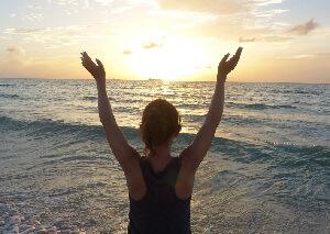 Un lever de soleil sur une plage à Miami Beach