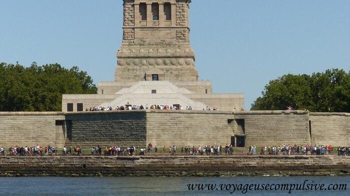 Liberty Island, envahit de dizaines de touristes