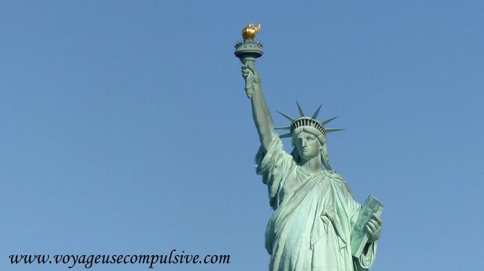 Vue sur le visage et la flamme de la statue de la liberté