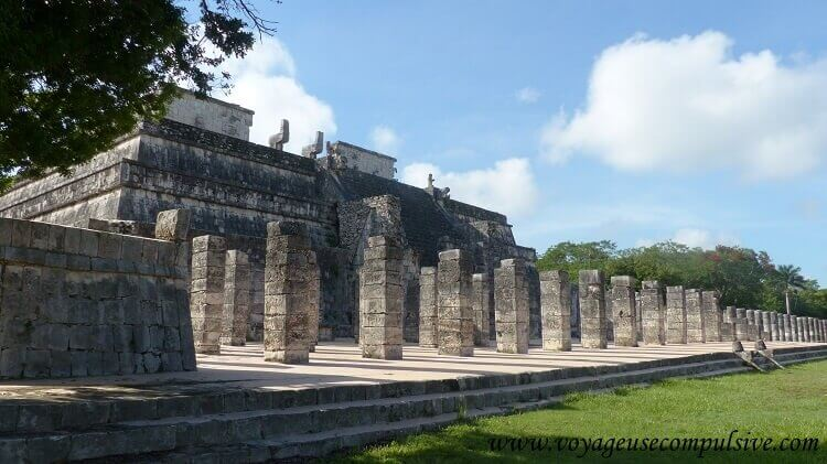 Le Temple des Guerriers avec à son sommet, une statue de Chac Mool.