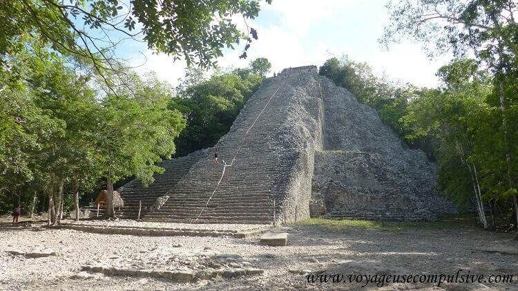 Nohoch Mul (« le grand massif » en Maya) la plus grande pyramide du site archéologique de Cobá.