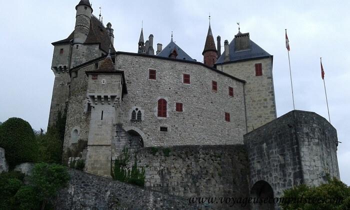 Vue sur le château de Menthon Saint Barnard, situé à quelques kilomètres d'Annecy.
