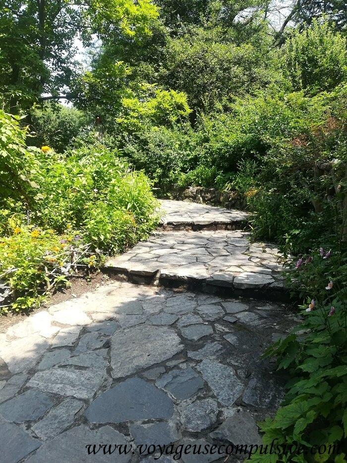 L'un des chemins de Shakespeare Garden de Central Park