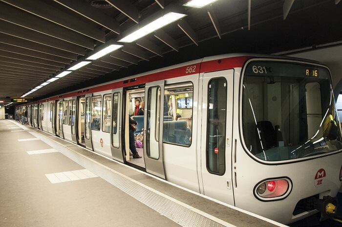 Vue sur une rame de métro de la ville de Lyon