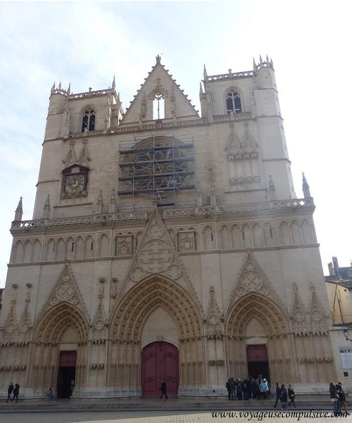 Vue sur la cathédrale Saint-Jean
