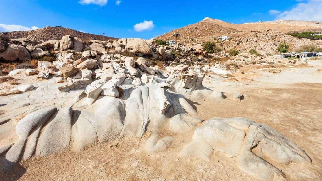 Βράχοι στην παραλία Κολυμπήθρες Πάρος Κυκλάδες
