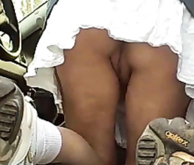 Naked Pussy Upskirt As She Bends Over In Car