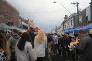 Vamos muchachos, que vayamos a disfrutar y descubrir Australia. Esta foto es uno de los tantos festivales que hay en Melbourne, específicamente en Fitzroy.
