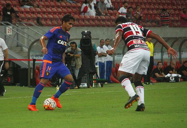 Com público pequeno, Santa Cruz e Sport empatam na Arena-PE pela Sul-Americana