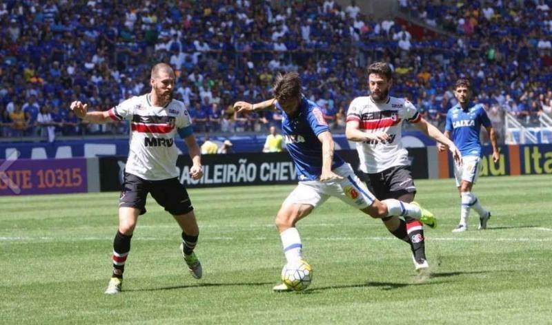 No Mineirão, Santa Cruz perde para Cruzeiro e segue no Z-4 do Brasileirão