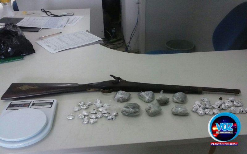Polícia Militar debela ponto de drogas e apreende arma de fogo em Carpina