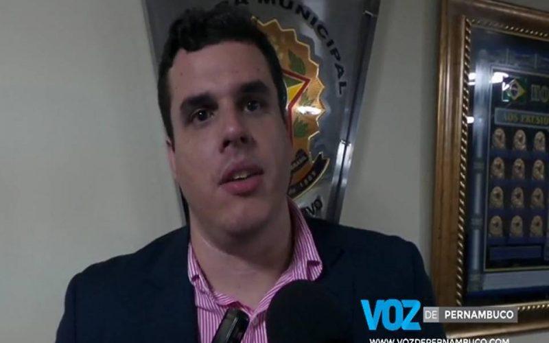 Diogo Prado cobra informações sobre distribuição de medicamentos em Carpina