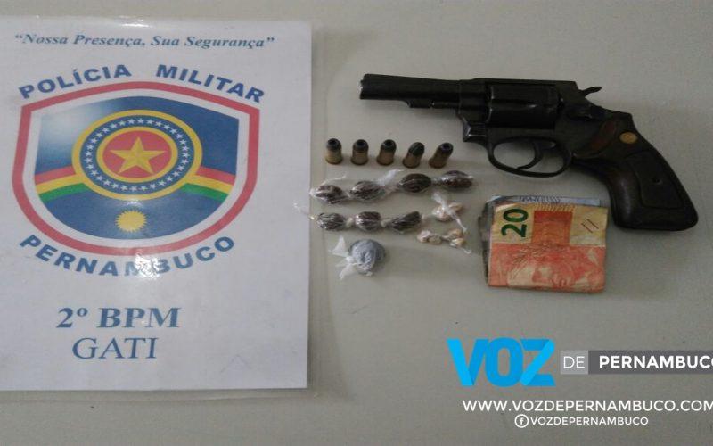 Menor é apreendido em moto roubada com arma e drogas em Carpina