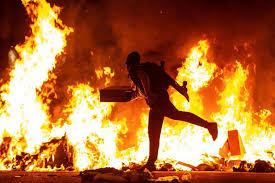 Actos de guerrilla urbana en la ciudad de Barcelona sacuden a España