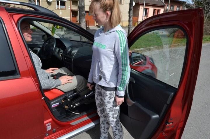 Zdvihák vozickara do auta