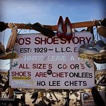 california-rice-shoe-fence-albero-delle-scarpe6