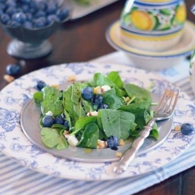 Blueberry and Spinach Salad - VRAI Magazine
