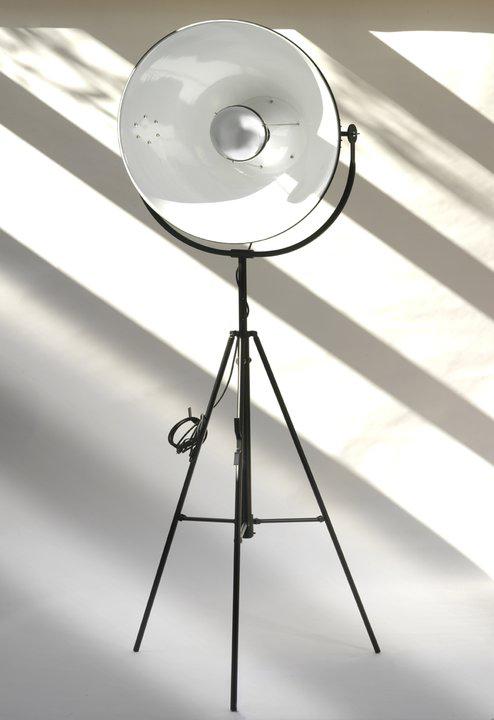 lampadaire en metal noir interieur du reflecteur blanc bouclier miroir